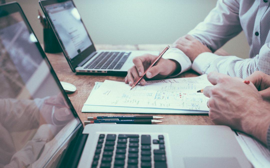 Razones para contratar expertos en tecnologia, marketing online y ventas